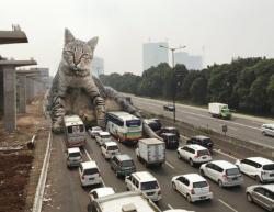 7 Foto Manipulasi Ketika Kucing Raksasa Menguasai Dunia