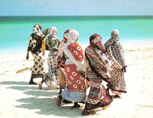 Khanga - Kenya Biasanya dipakai mulai dari mengikat kepala seperti jilbab lalu dibiarkan menjuntai, dan motif kainnyapun macam - macam.