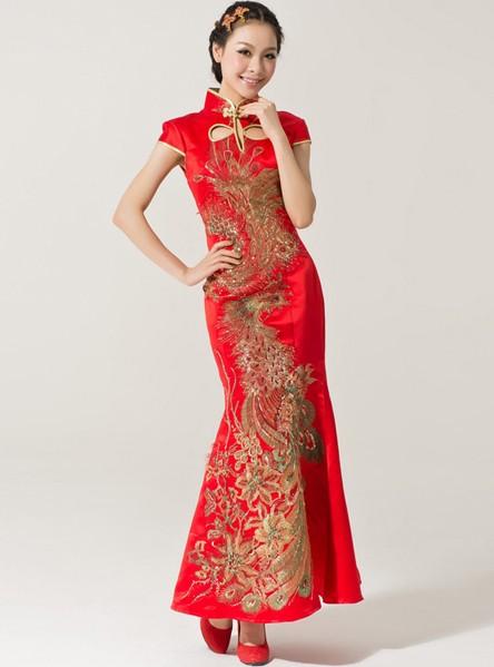Cheongsam - China Baju dengan potongan panjang dengan leher tinggi, berlengan pendek, kancing shanghai di kiri atau kanan bawah pundak, sangat praktis dipakai dan menonjolkan lekuk tubuh pemakainya.
