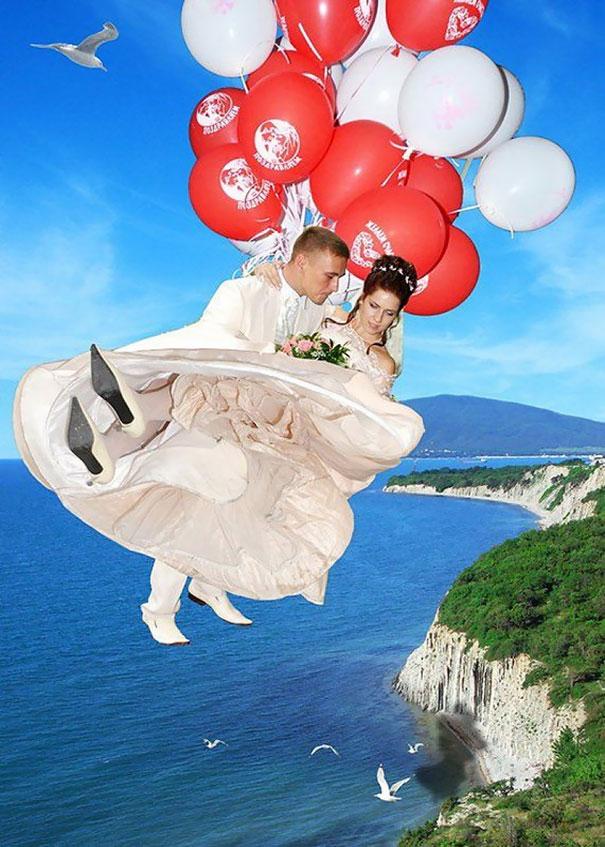 Foto prewdding sambil melayang pakai balon.