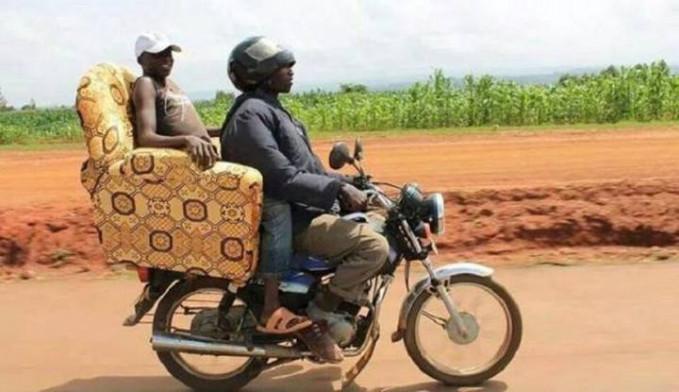 Penampakan ojek VVIP ala Afrika.