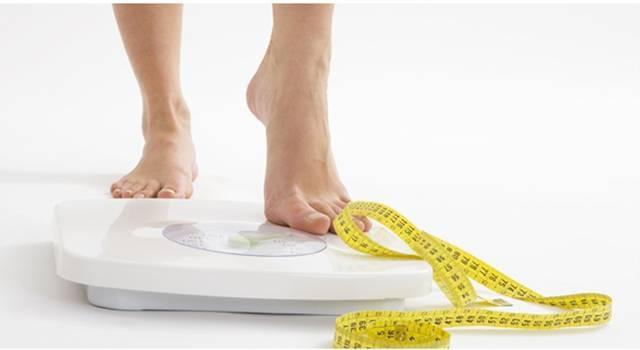 Mengontrol berat badan juga harus dilakukan.Tidak harus sekurus model sih,tapi jangan membiarkan berat badan kita terus bertambah.Karna resiko kanker akan lebih besar pada orang yang gemuk