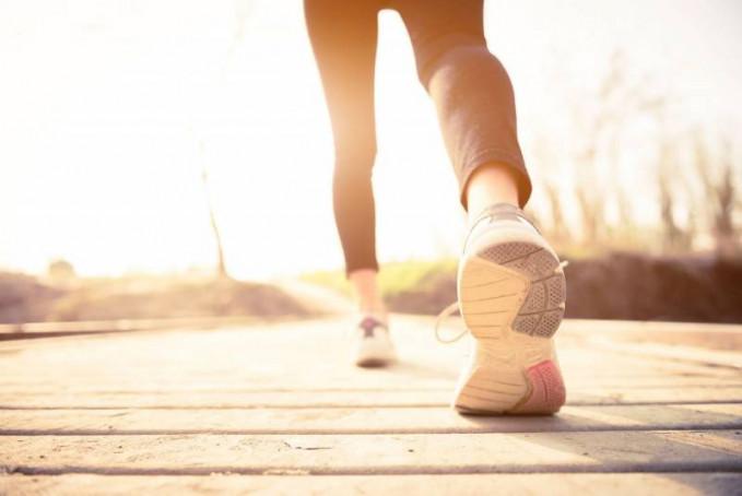 Olah raga teratur akan mengurangi resiko kanker,tidak hanya makan makanan sehat saja.karena bila kita berolah raga,maka sistem yang ada di dalam tubuh akan lancar dan sehat.