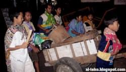 Kangen Masa Kecil !! Inilah 6 Tradisi Unik Di Indonesia Saat Membangunkan Orang Untuk Sahur