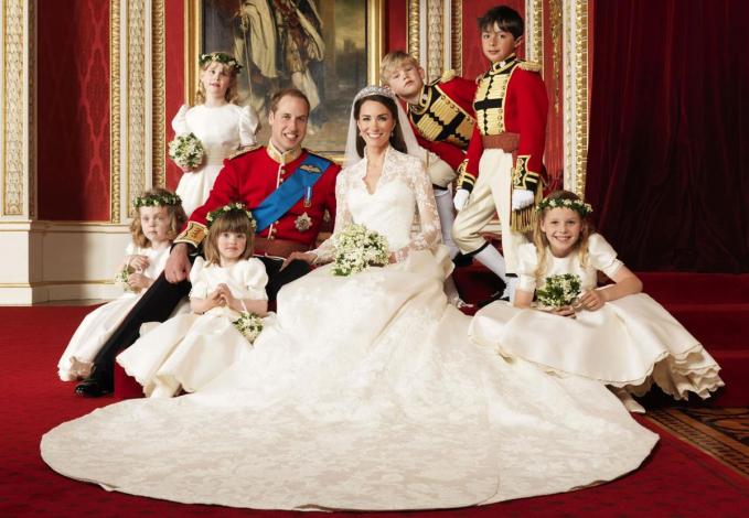 Pada tahun 2011 lalu, Pangeran William menggelar pernikahan megahnya dengan Kate Middleton yang mengenakan gaun karya desainer Alexander McQueen.