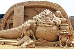 Gimana, keren banget kan patung dari pasirnya?. Kalau orang biasa dan nggak punya skill khusus nggak bakalan bisa deh bikin patungnya. (Sumber : Brightside.me)