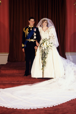 7 Gaun Anggun Pernikahan Kerjaaan Inggris dari Masa ke Masa. Mana Favoritmu?