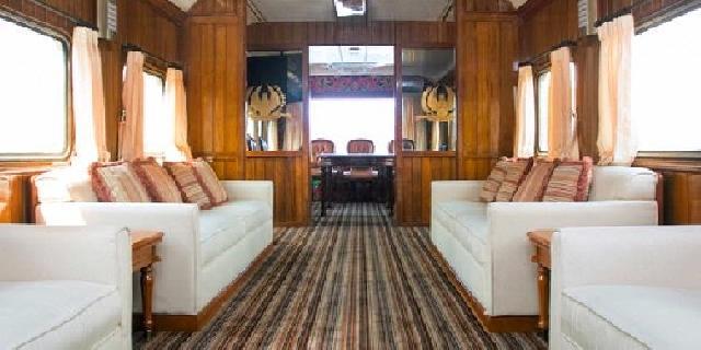Kereta Wisata Kereta wisata kini bisa disewakan untuk perorangan, dimana tarif satu gerbongnya berkisar antara 22 - 35 jt, dengan failitas audio-video, mini bar, televisi, kursi lebih nyaman dan empuk, karaoke dan masih banyak lagi.