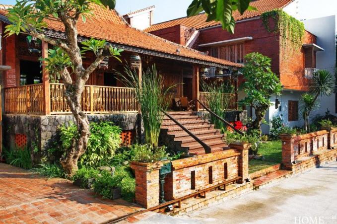 Irfan Hakim mempunyai rumah dengan desain bernuansa Jawa yang kental, bagus banget loh !