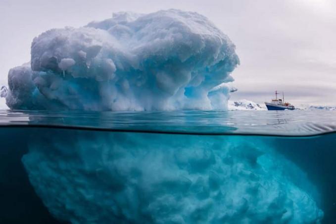 Ini adalah perbandingan es yang ada di atas dan bawah laut.