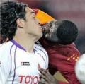 8 Aksi Kocak Pemain Sepakbola di Lapangan yang Tertangkap Kamera