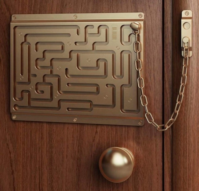 Pengen masuk lewat pintu ini? Selesaikan dulu labirinnya.