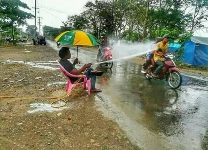 Nggak hujan pakai payung, orang nggak salah juga kena semprot.