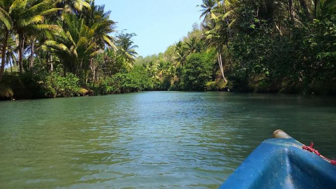 Yuk telusuri sungai Maron di Pacitan yang masih perawan.