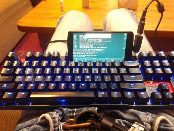 Pakai keyboard biar ngetiknya di smartphone makin mantap dan puas guys.