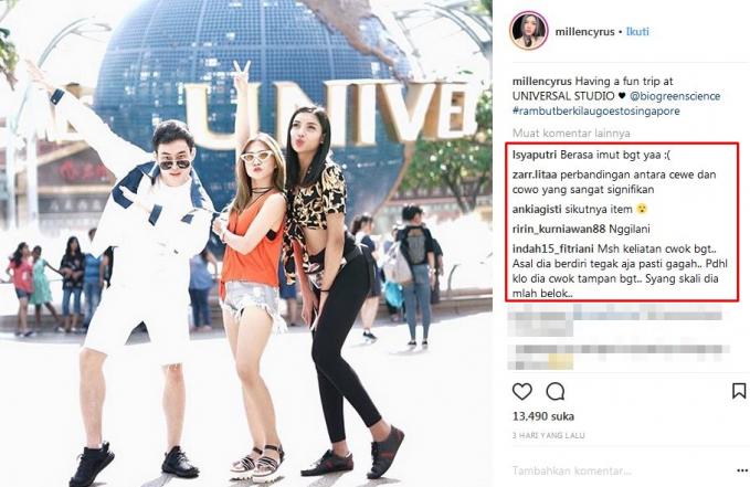 Millen terlihat sedang berfoto di depan Universal Studio Singapura.