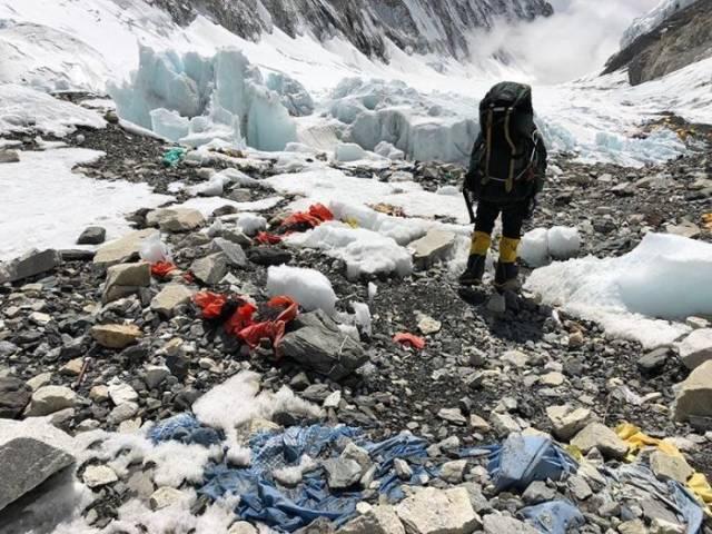 Menjadi gunung tertinggi di dunia, membuat Gunung Everest menjadi gunung yang banyak dikunjungi oleh pendaki dari seluruh dunia.