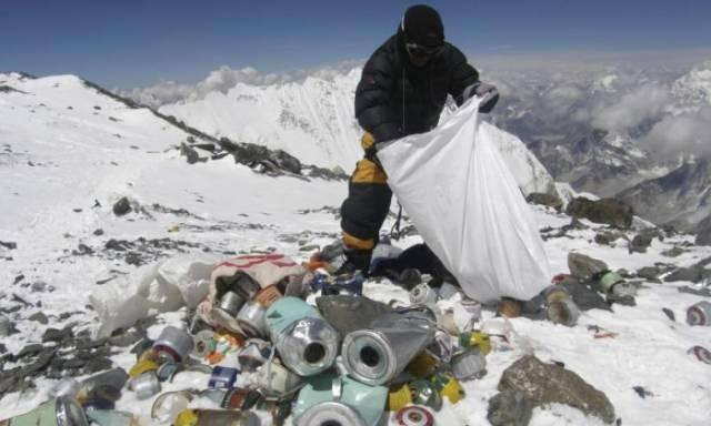 Tapi sayangnya, ada beberapa orang tidak bertanggung jawab yang tak sadar akan kebersihan alam.