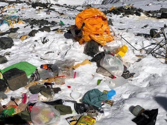 Dibalik pesonanya yang mendunia, inilah sisi lain dari Gunung Everest.