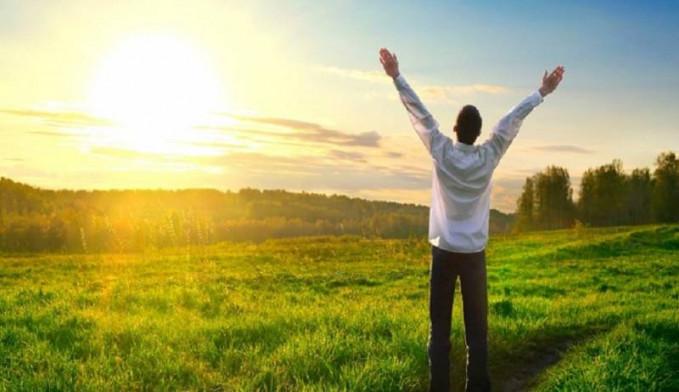 Menimbulkan perasaan bahagia Meditasi membuat kita terhindar dari pikiran negatif.Kita akan lebih fokus pada pikiran positif.Hal ini yang akan mendatangkan kebahagiaan dan mood yang baik yang bisa mendatangkan kebahagiaan bagi yang melakukan meditasi.
