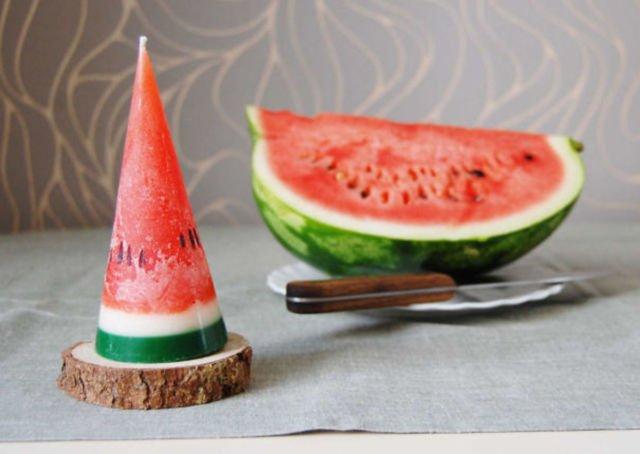 Bentuk dan warnanya yang segar mirip banget sama semangka aslinya ya Pulsker.