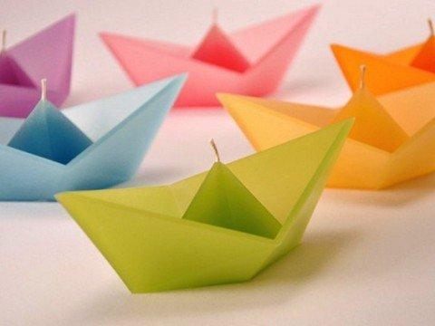 Bentuk perahu berwarna-warni bikin enak dipandang nih Pulsker.