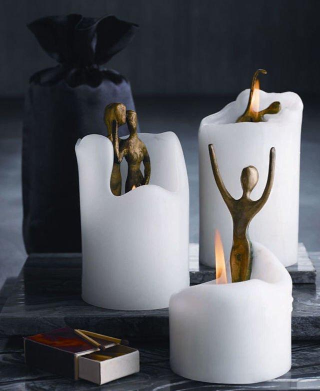 Semakin lilinnya meleleh semakin nampak pula patung orang di dalamnya sob. Gimana, unik-unik kan bentuk lilinnya? Jadi pengen punya juga nih buat dipajang di meja ruang tamu.