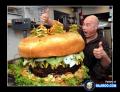 7 Foto Burger Berukuran Jumbo, Yakin Nih Kuat Ngabisin Sendiri?