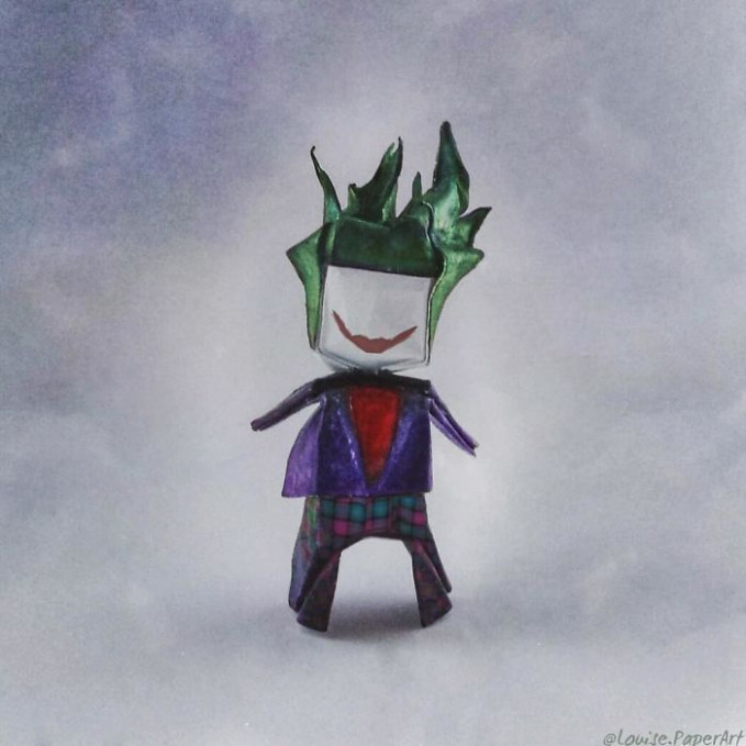 Biasanya joker memiliki tampang menyeramkan dan jahat, tapi kali ini si Joker tampil dengan wajah lucu.