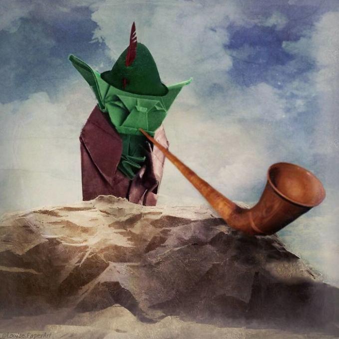 Juga ada sosok Yoda sedang menghisap pipa rokok.