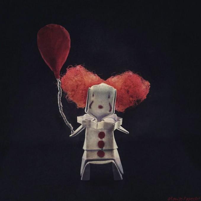 Kalau tadi ada sosok Joker, badut menyeramkan lain yang nampak lucu adalah si Pennywise sob lengkap dengan balon di tangannya.