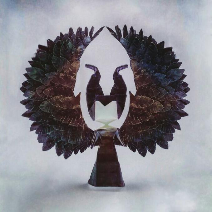 Sekilas sih mirip seperti pohon, tapi ini adalah miniatur dari sosok Maleficent. Wah, keren-keren ya Pulsker karyanya. Tertarik bikin juga dirumah?