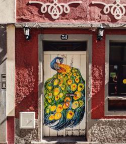 Bosan dengan Pintu Rumah Polos? Kamu Bisa Contoh Pintu Keren ala Masyarakat Madeira Ini