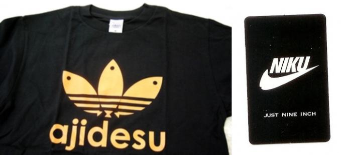 Paman di Korea namanya jadi Ahjusi, tapi merk kaos ini jadi Ajidesu. Dan Nike berubah kata tunjuk dalam bahasa jawa halus yaitu Niku.