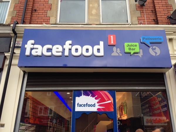 Bisa jadi saat makan di sini kamu akan mendapatkan banyak like dan komen.