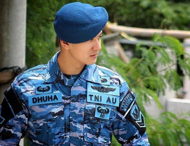 Dhuha adalah anggota Tentara AU, lebih tepatnya anggota Pasukan GARUDA XXXV-D Sabang.