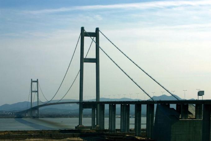 Jembatan Runyang - China Jembatan ini mempunyai panjang 35,66 km, dan menghubungkan Zhenjiang dengan Yongzhou.