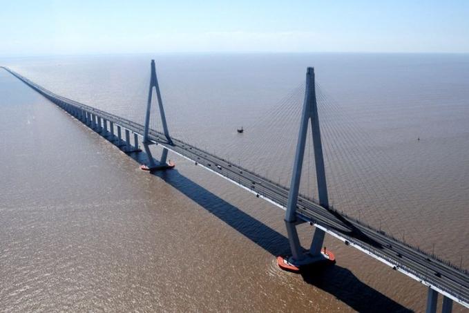 Jembatan Teluk Hangzhou - China Jembatan trans samudra terpanjang didunia ini mempunyai panjang 35,673 km ini menghubungan Jiaxing dengan Ningbo