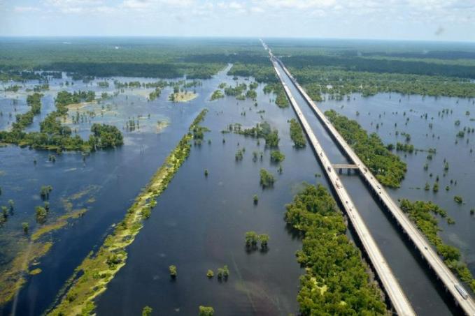 Jembatan Manchac Jembatan trestle beton kembar ini mempunyai panjang 36,7 km