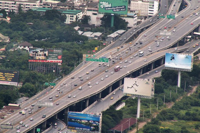 Bang Na Expresway - Thailand Jalan Tol 6 susun ini mempunyai panjang 55 km.