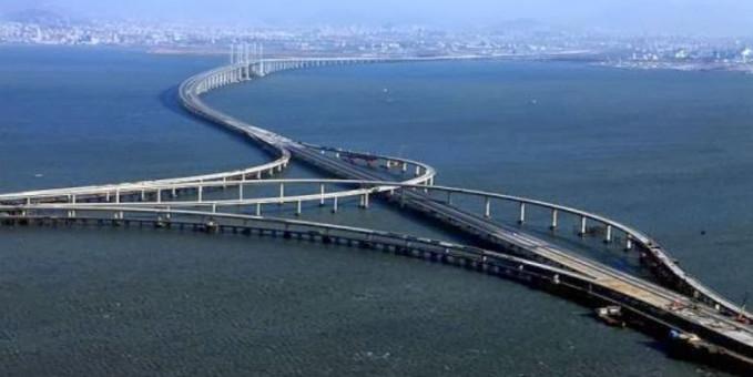 Jembatan Grand Danyang - Kunshan Dengan panjang 164,8 km, jembatan ini merupakan jembatan terpanjang didunia, dan melintasi berbagai medan yaitu sawah, kanal, sungai, dan danau.