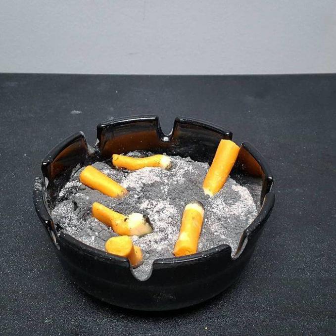 Duh, kalau bentuknya mirip seperti asbak dan puntung rokok jadi mikir dua kali deh buat makannya.