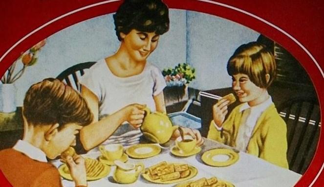 Gambar keluarga di biskuit Khong Guan nggak pernah berubah sedari dulu dan seolah menjadi ikon khasnya.