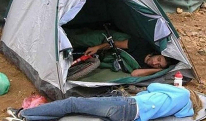 Tega banget nih nyuruh ceweknya tidur diluar eh malah sepedanya yang dibawa masuk dalam tenda.