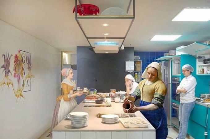 Terpaksa jadi juru masak di sebuah restoran demi menyambung hidup di era serba canggih.