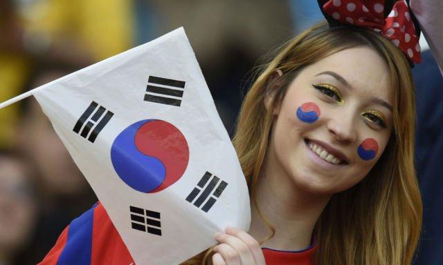 Suporter cantik Korea Selatan ini tetap cool meskipun negaranya gagal pada fase penyisihan.