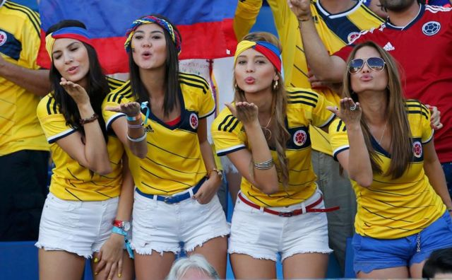 Dengan kecupan semangat kepada para pemain timnas kolumbia, para wanita cantik ini sangat kompak saat mendukung timnas negaranya.