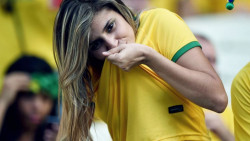 16 Potret Gaya Suporter Cantik Peserta Piala Dunia 2018 Ini Bikin Kamu Terpana