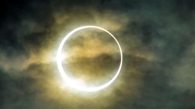 13 Juli 2018 - Gerhana Matahari Parsial Sebagian wajah matahari akan ditutup oleh bulan, sayangnya Nggak melewati Indonesia.