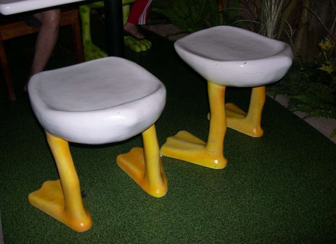 Kursi yang terinspirasi dari kaki Donald Bebek.